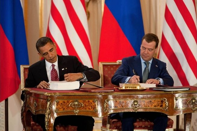 Russian and US presidents sign the New START treaty.